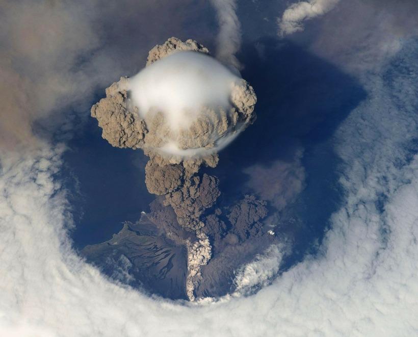 volcanic-eruption-67668_1920.jpg